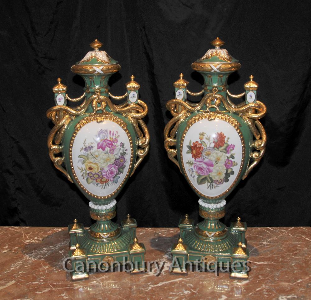 Paar Sevres Blumenvasen Amphora Urnen Serpent Griffe