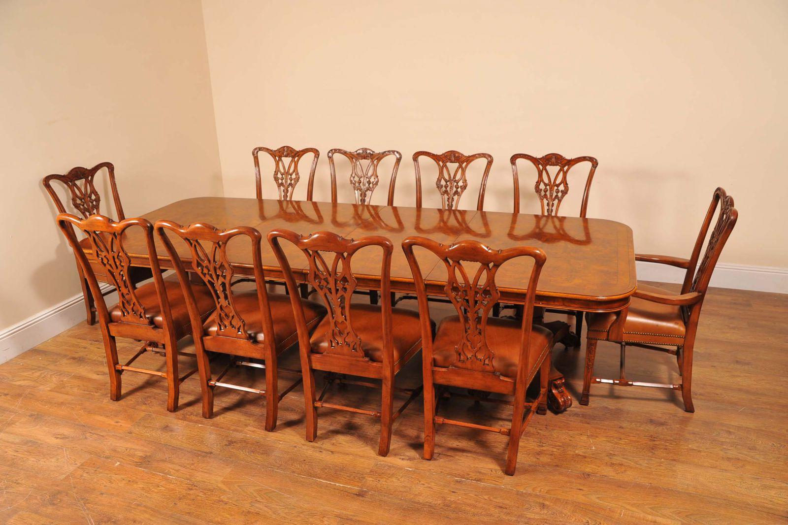 Antik Esstisch und Satz von Chippendale Stühle