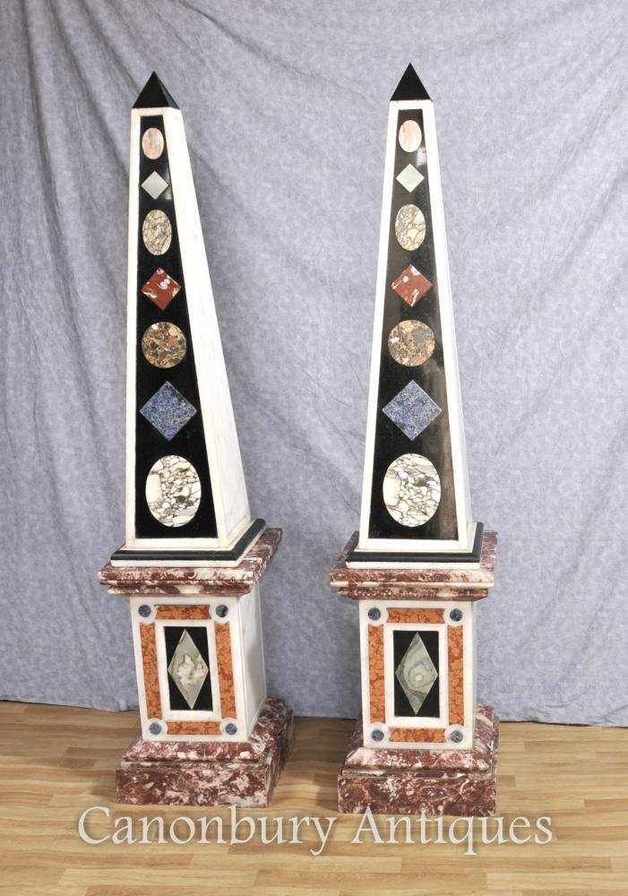 Paar Restauriertes italienischen Marmor Obelisken auf Sockel-Stände