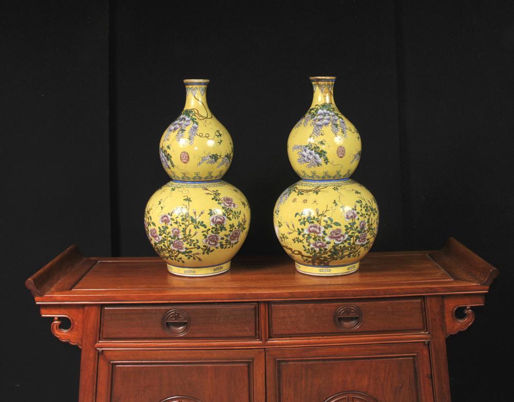Paar chinesische Ming Porzellan Blumenvasen Urnen Doppel Gourd
