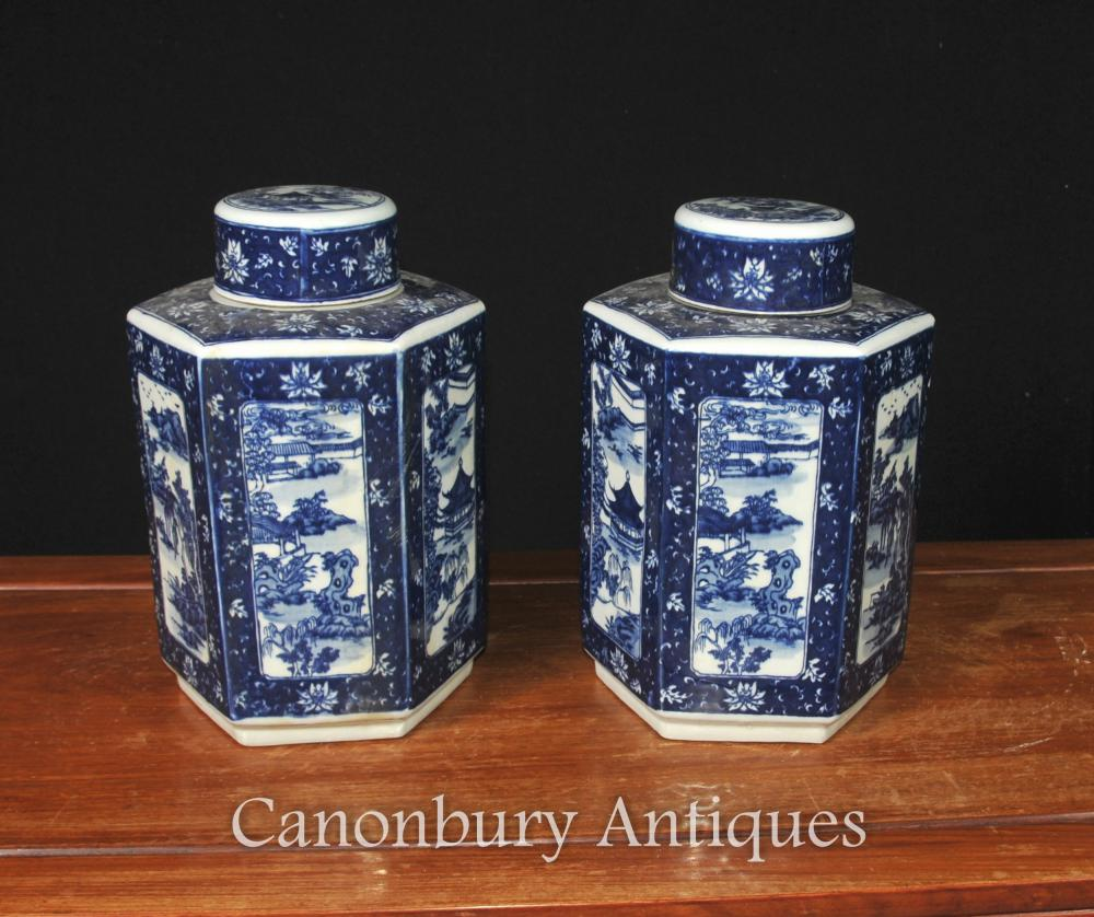 Paar chinesische blaue und weiße Porzellan Nanking Lidded Urnen Vasen Gläser