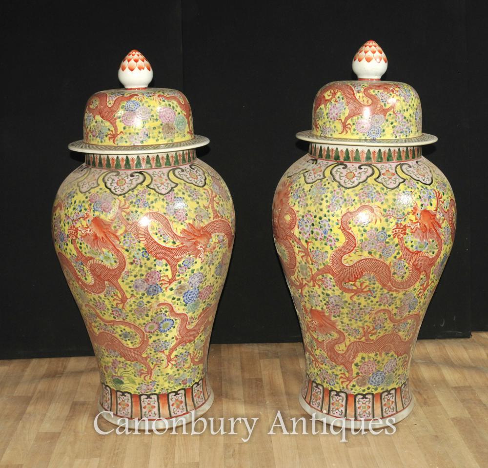 Pair großen chinesischen Ming Porzellan Lidded Vasen Urnen Ingwer Drachen Jars