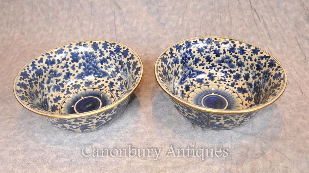 Paar Chinesische Nanking blau und weiß Porzellan Schalen mit Blumen