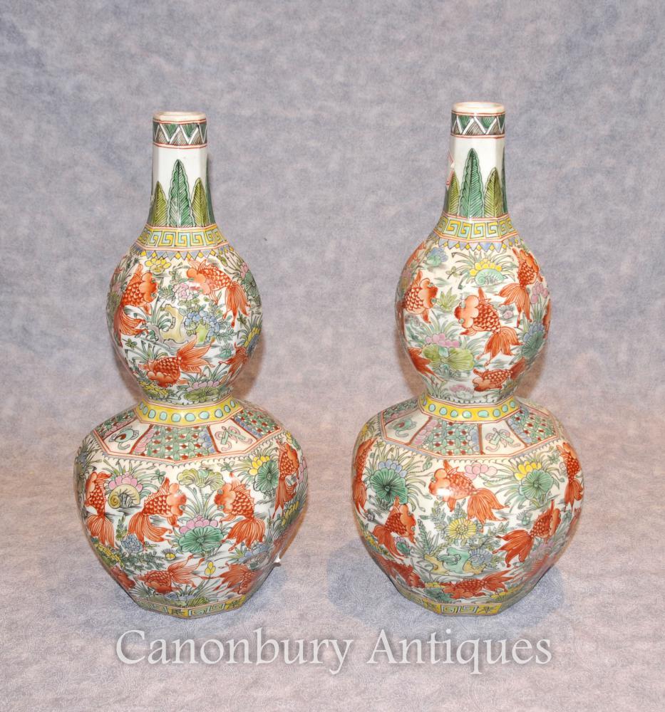 Paar Chinesische Porzellan Wucai Goldfish Vasen Urnen Double Gourd