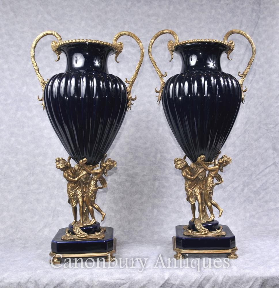 Paar Grosses Französisches Reich Porzellan Vasen Ormolu Maiden Amphora Urn