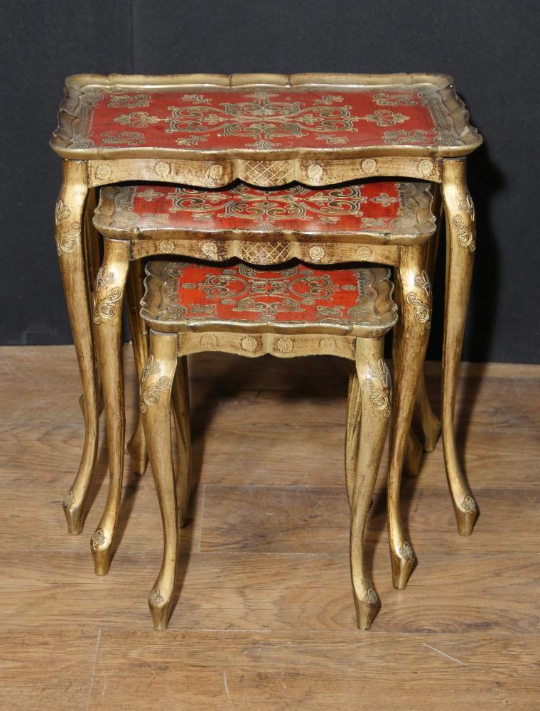 Antique Italienisch Gilt Nest der Tische Beistelltisch Gemalt 1930
