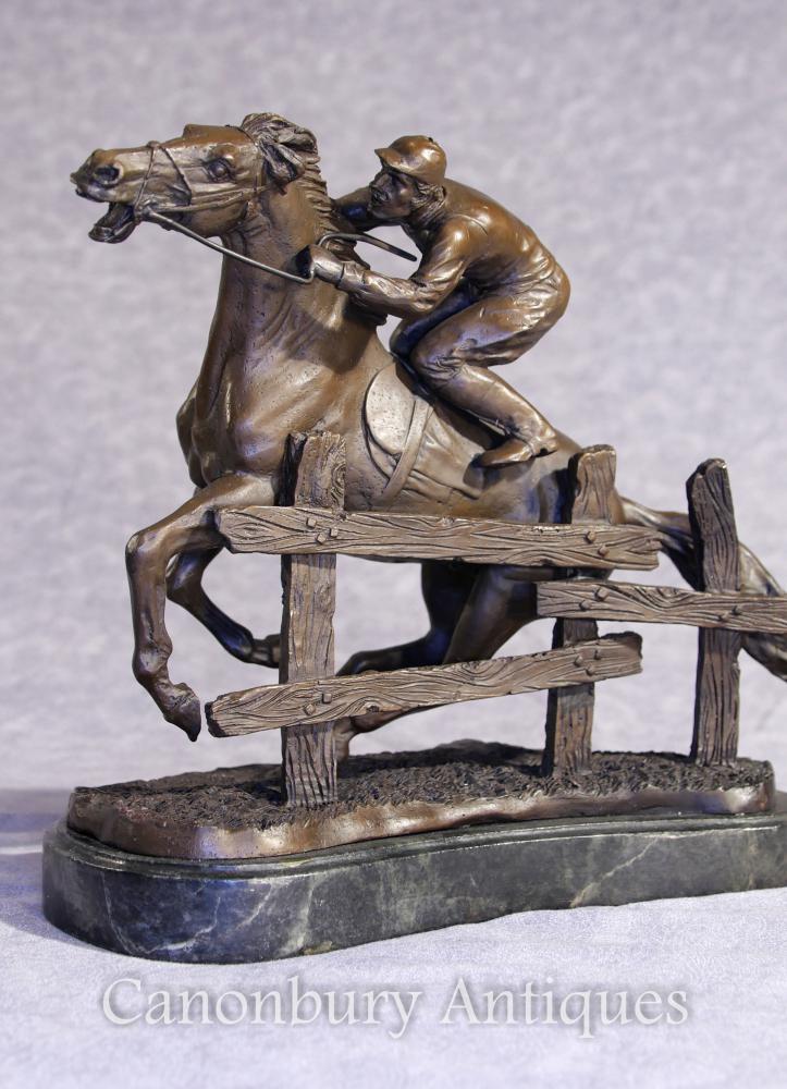 Französische Bronze Steeplechase Pferd und Jockey Statue