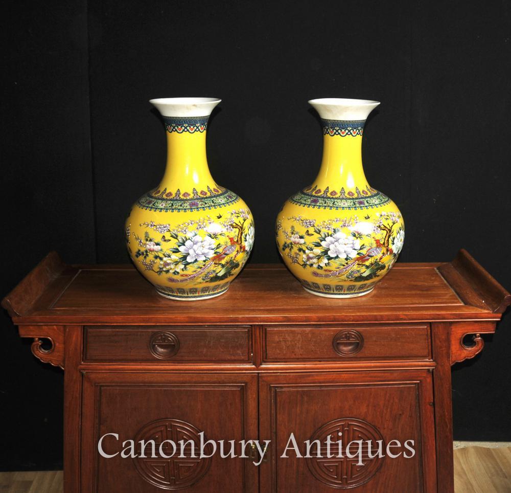 Paar Chinesisch Famille Jaune Porzellan Vasen Shangping Form Urnen