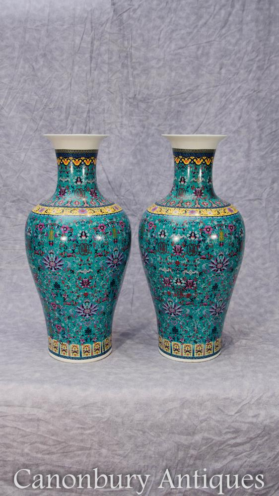 Paar Chinesische Qianlong Porzellan Vasen Urnen Arabesken