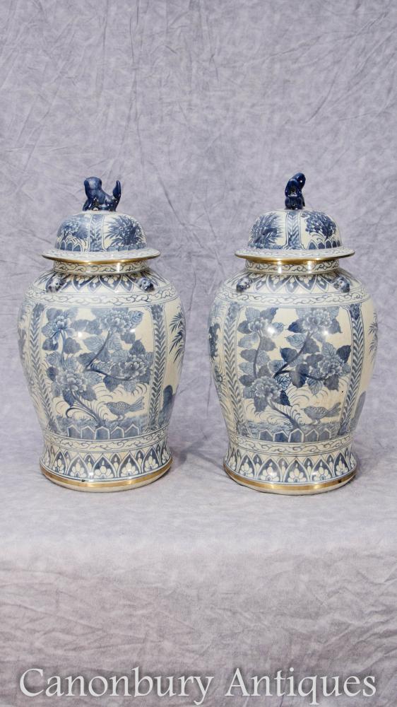 Paar Chinesische blaue und weiße Porzellan Ming Ingwer Urnen Vasen