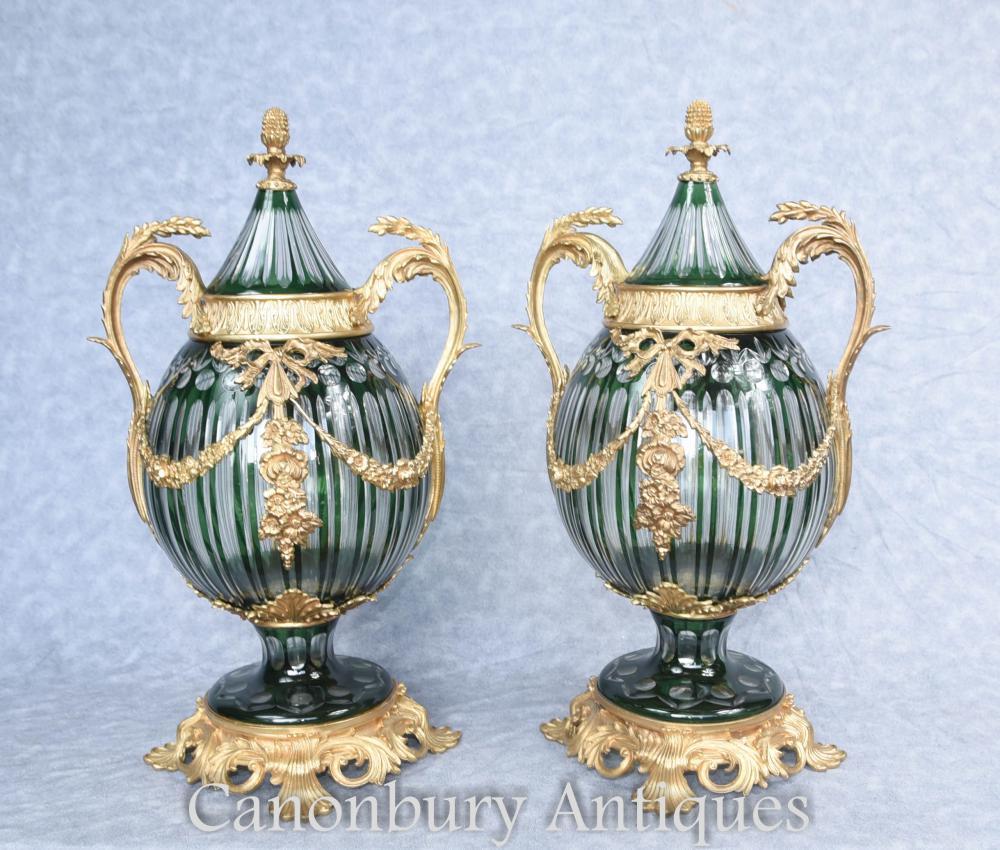 Paar Französisches Reich Geschnitztes Glas Lidded Urnen Vasen Ormolu