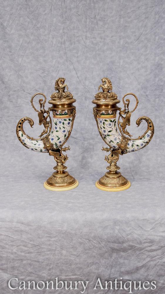 Paar Porzellan Füllhorn Vasen Französische Urnen Ormolu Drachen Horn von viel