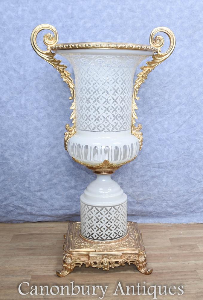 Single French Cut Glas Reich Campana Urn Vase