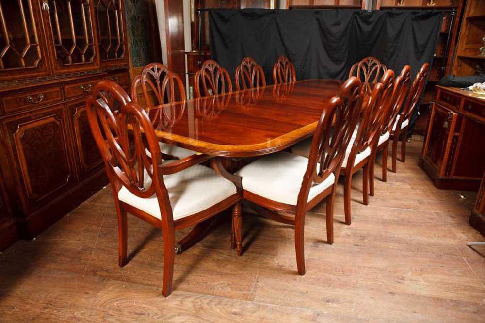 Regency Säulentisch und Set Hepplewhite Esszimmerstühle Suite