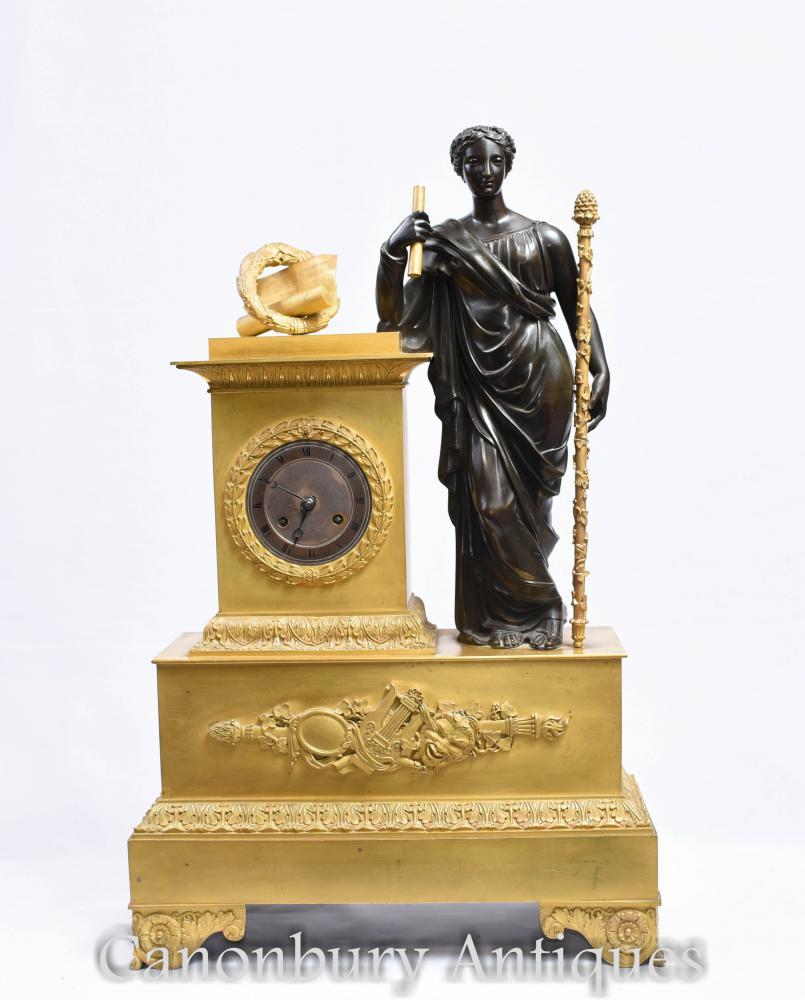 Antike französische Empire-vergoldete Bronze-Mantel-Uhr