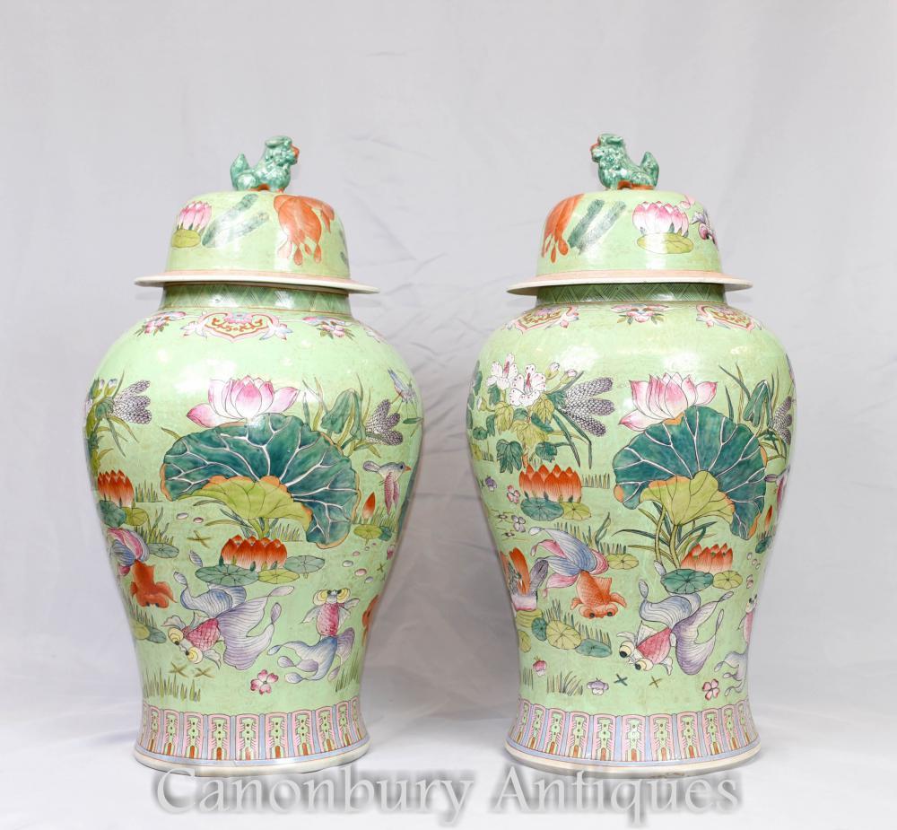 Paar chinesische Porzellan Tempel Gläser - grüne Familie China Urnen Vasen