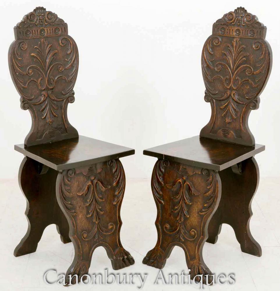 Paar italienische Hall Chairs Hand geschnitzt Lime Wood Circa 1890