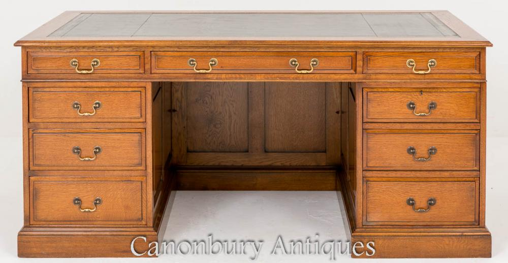 Schreibtisch aus Eichenholz - Antikes Knie Loch Schreibtische Circa 1920