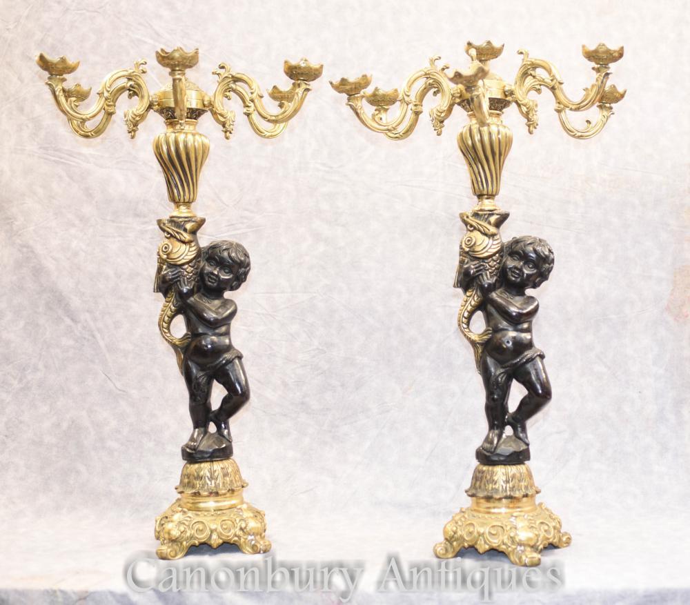 Paar Französisch vergoldeter Bronze Cherub Candelabras Putti