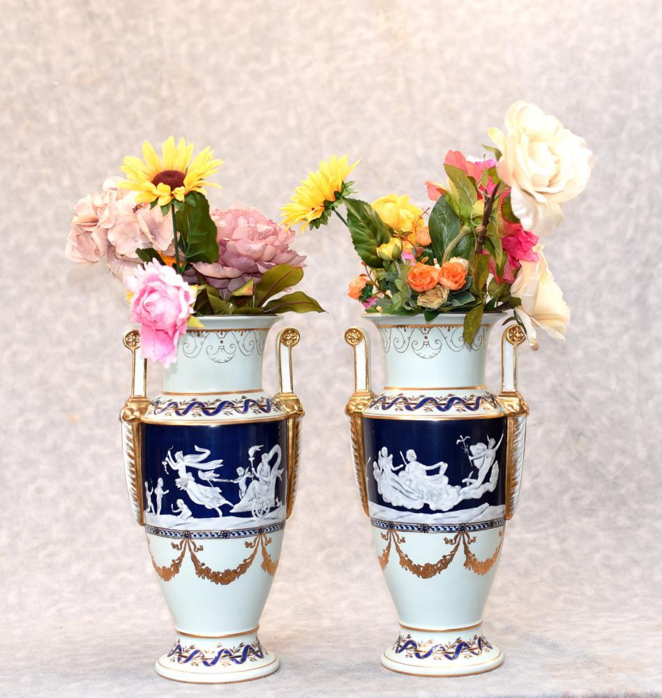 Paar Deutsche Meissen Pate Sur Pate Klassische Urnen Vasen
