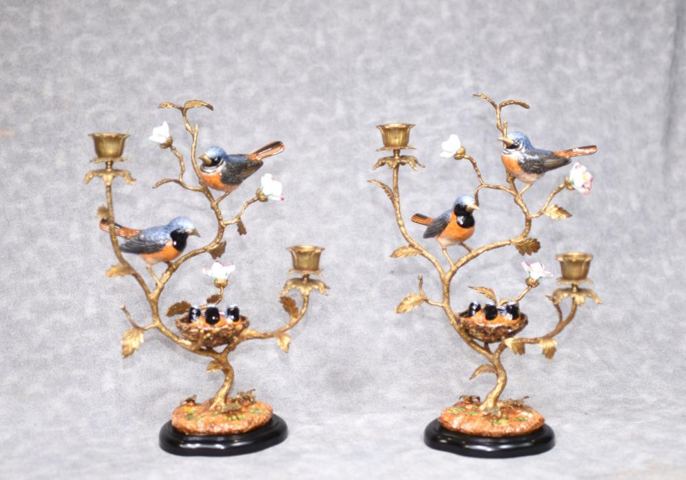 Paar Französisch Ormolu Vogel Candelabras Porzellan Encursted Kerzen