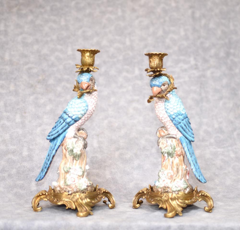 Paar Französisch Porzellan Blue Parrot Kerzenhalter Candelabras Bird