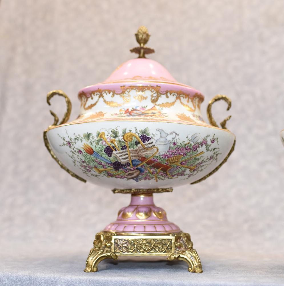 Paar Französisch Sevres Porzellan Deckel Urnen Vasen