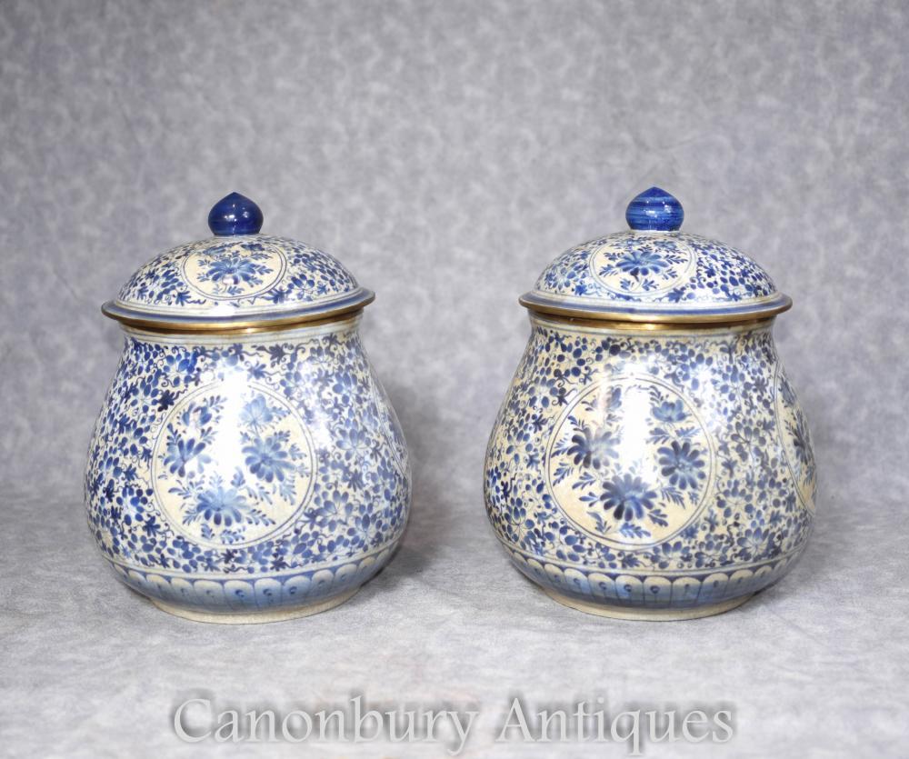 Paar chinesische blaue und weiße Porzellan Deckel Urnen Vasen