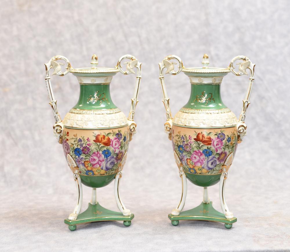 Pair Sevres Porzellan Floral Vasen Urnen Französisch Urne