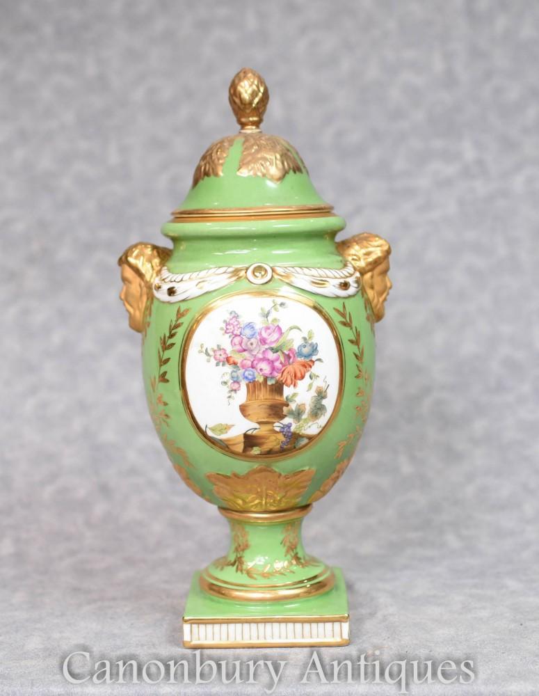 Grüne Dresdner Vase - Blumenspray aus deutscher Porzellanurne