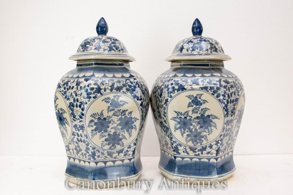 Paar Qing Porzellan chinesische Vasen - blau und weiß lackierte Urnen